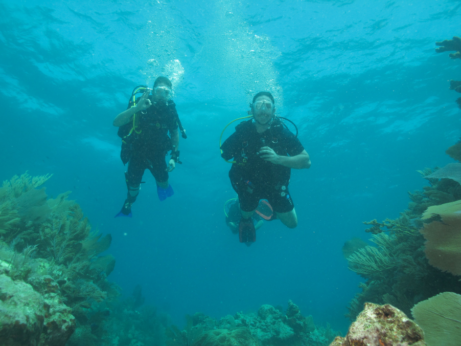 Dan a through the shoulder amputee and Pete a single below the knee amputee who is also a PADI DM